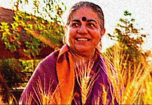 L'attivista politica e ambientalista indiana Vandana Shiva: i veleni in agricoltura stanno portando all'estinzione delle api e dell'umanità…
