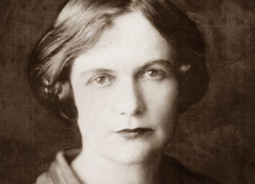 """Buon compleanno Poetessa. Oggi, il 1° luglio del 1885, nasceva la grande poetessa australiana Dorothea Mackellar. La ricordiamo con una delle sue più belle poesie: """"Il mio Paese"""""""