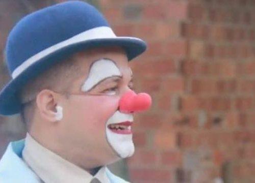 …Ed il Coronavirus si è portato vi anche Patata, il clown che faceva sorridere i bambini poveri del Brasile