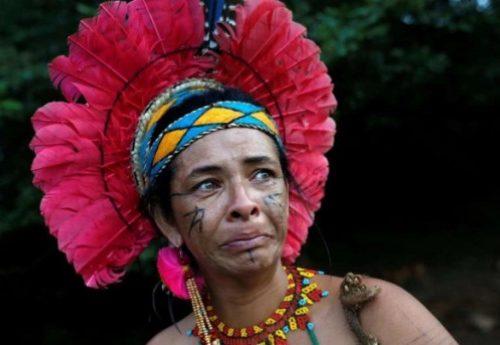 Ângohó del gruppo etnico brasiliano Pataxó hã-hã-hãe – L'attivista indigena sfrattata dalle terre ancestrali, ora combatte da una favelas di cemento per salvare il suo popolo dal coronavirus