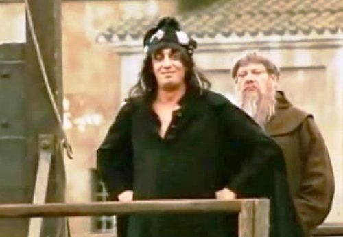 """Da """"Il marchese del Grillo"""" – Il magnifico monologo di Don Bastiano davanti al patibolo… """"Ma soprattutto, posso perdonare a voi, figli miei, che non siete padroni di un cazzo!"""""""
